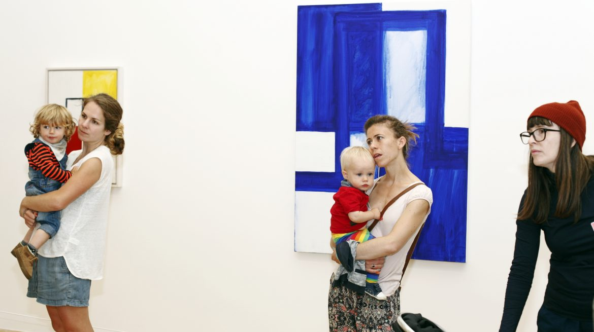 A photo of a parent and toddler on a Crib Notes tour at the Whitechapel Gallery