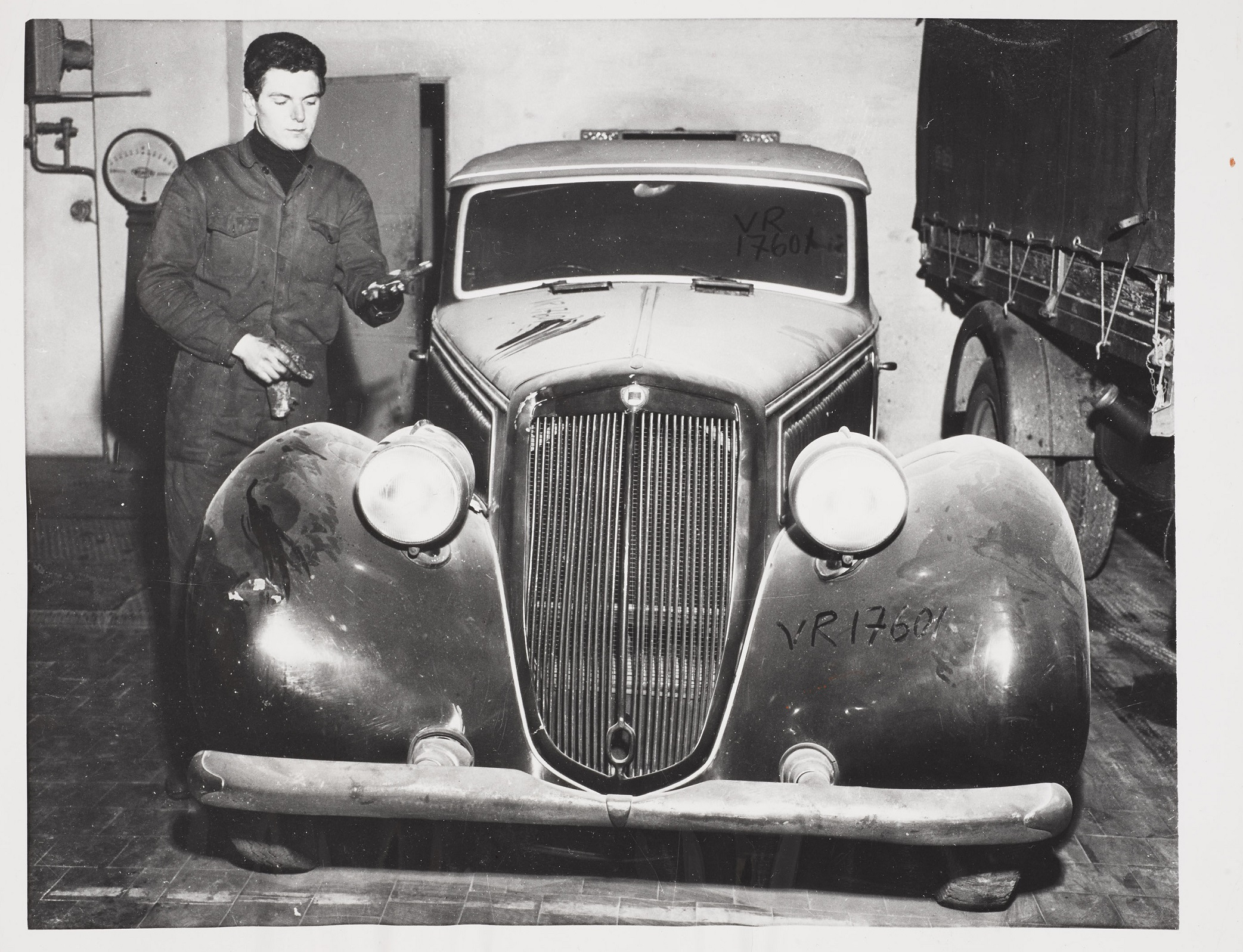 A Handful of Dust, Mussolini's car