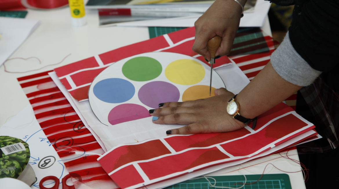 Picture of a workshop with Hato Press